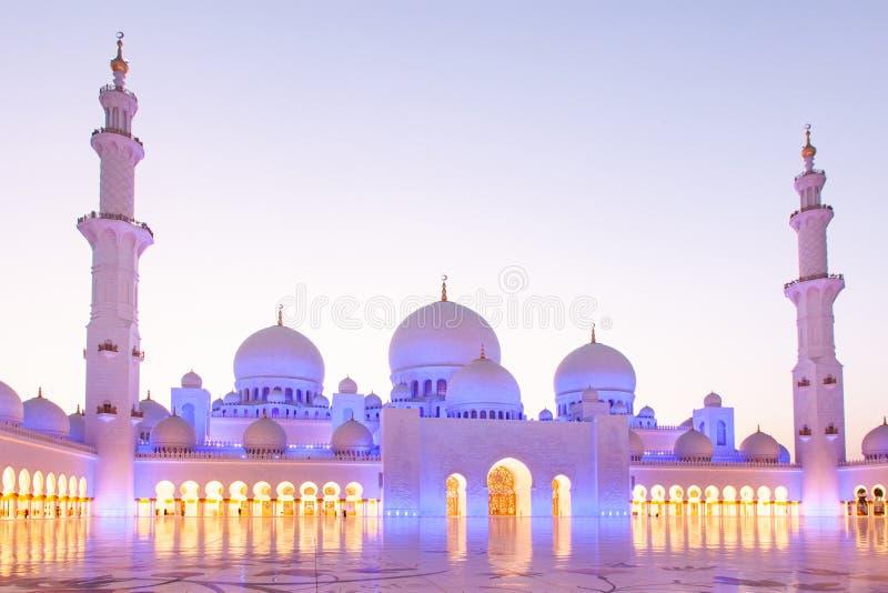 ABU DHABI, UAE - LUTY 2018: sheikh zayed uroczystego meczet, Abu Dhabi, UAE obrazy royalty free