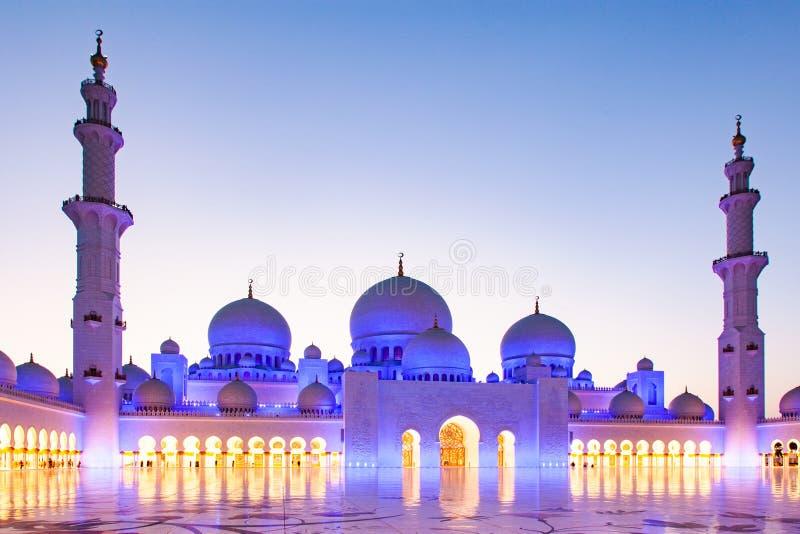 ABU DHABI, UAE - LUTY 2018: sheikh zayed uroczystego meczet, Abu Dhabi, UAE zdjęcie stock