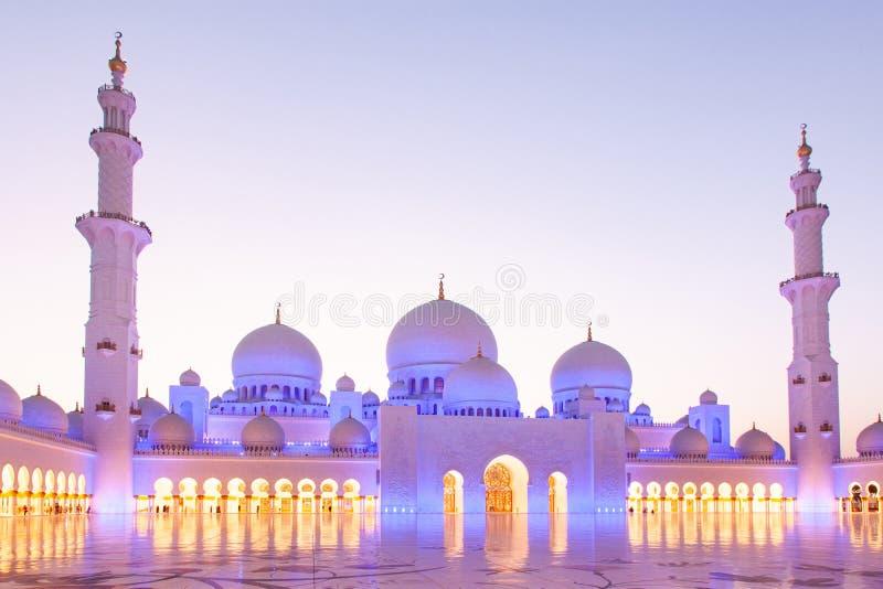 ABU DHABI, UAE - LUTY 2018: sheikh zayed uroczystego meczet, Abu Dhabi, UAE obraz royalty free
