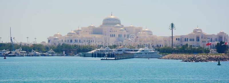 ABU DHABI, UAE - 26. MÄRZ 2016: Abu Dhabi stockbilder