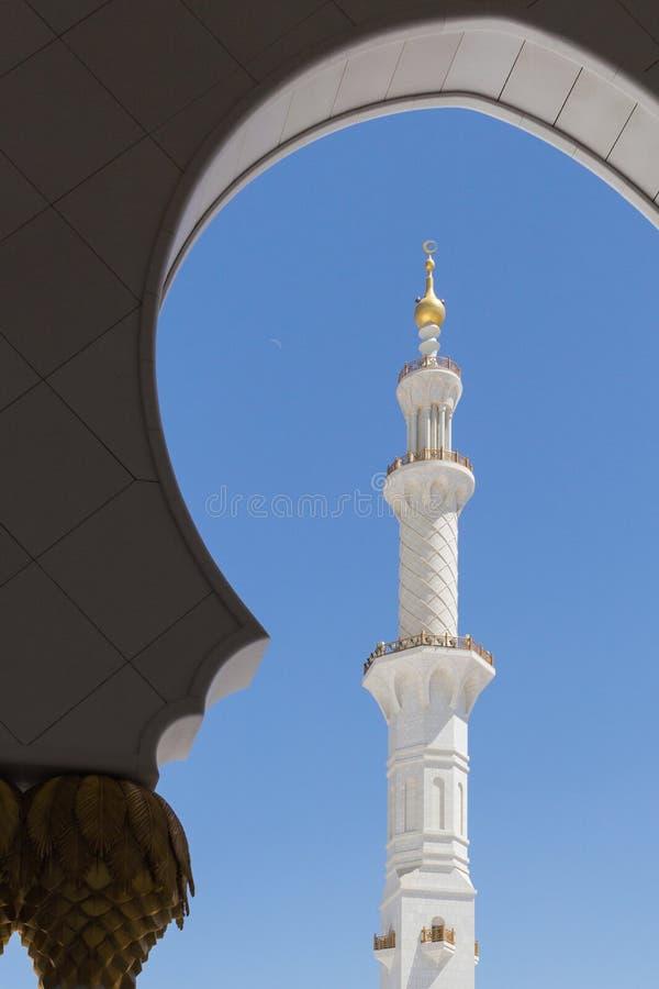 ABU DHABI UAE - MARS 11 2019: Sheikh Zayed Grand Mosque Abu Dhabi, UAE p? mars 11, 2019 i Abu Dhabi royaltyfri foto