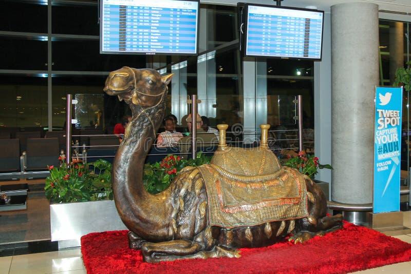ABU DHABI, UAE, NOV 12, 2014: Rzeźba wielbłąd zdjęcie royalty free