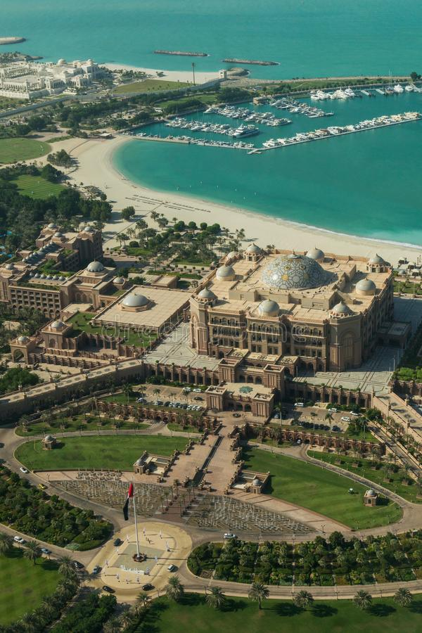 Abu Dhabi/UAE- Nov 14 2017: Widok z lotu ptaka emiratu pałac Abu Dhabi zdjęcie royalty free