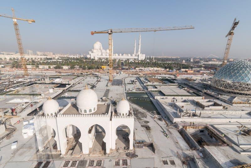 Abu Dhabi UAE - 2016: Sheikh Zayed Grand Mosque ny förlängning fotografering för bildbyråer