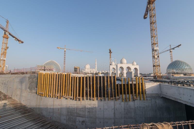 Abu Dhabi UAE - 2016: Sheikh Zayed Grand Mosque ny förlängning arkivfoto