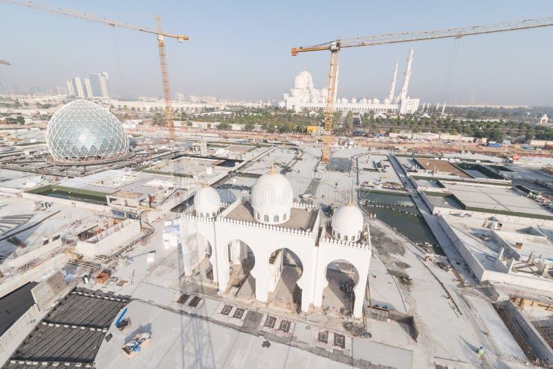 Abu Dhabi UAE - 2016: Sheikh Zayed Grand Mosque ny förlängning royaltyfri bild