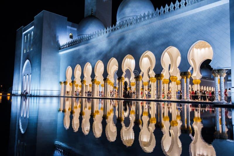 Abu Dhabi, UAE, 04 2018 Styczeń, Sheikh Zayed Uroczysty meczet w Abu Dhabi zdjęcie stock