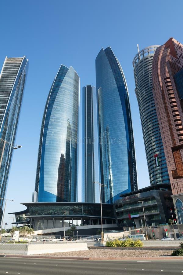 ABU DHABI, UNITED ARAB EMIRATES - 4 DE DICIEMBRE DE 2016: Etihad se eleva en Abu Dhabi, el capital de los UAE imagenes de archivo