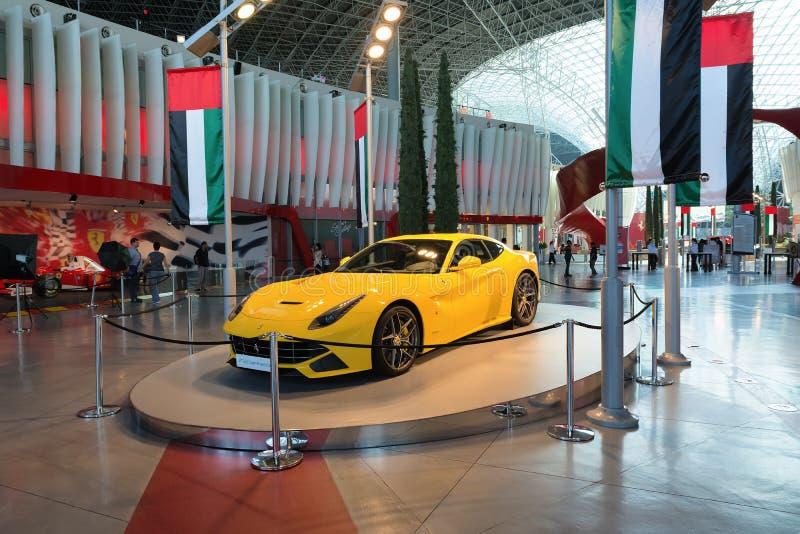 ABU DHABI, UNITED ARAB EMIRATES - 5 DE DICIEMBRE DE 2016: Mundo de Ferrari en la isla de Yas en Abu Dhabi, UAE imágenes de archivo libres de regalías