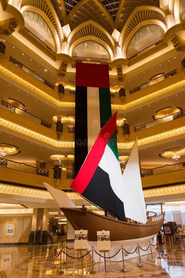 ABU DHABI, UNITED ARAB EMIRATES - 4 DE DICIEMBRE DE 2016: Interior del Palace Hotel de los emiratos, Abu Dhabi, United Arab Emira imagen de archivo