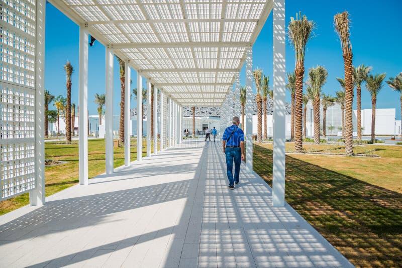Abu Dhabi, United Arab Emirates, el 14 de noviembre de 2017: Entrada al museo del Louvre imagen de archivo