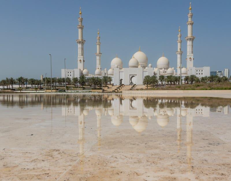 Abu Dhabi: zadziwiający Sheikh Zayed meczet obraz royalty free