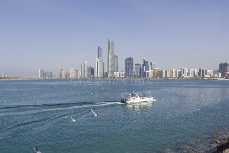Abu Dhabi, Zjednoczone Emiraty Arabskie linii horyzontu wielcy compos przechwałki obrazy stock