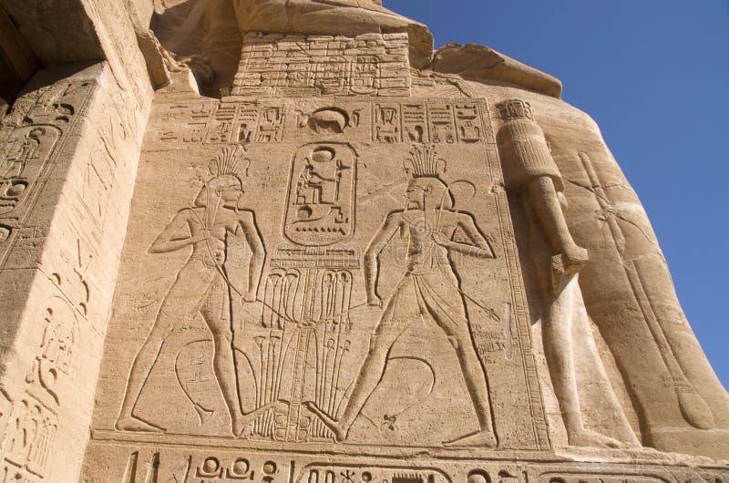 Abu Simbel - tempio di Ramses II - sollievo, l'Egitto fotografia stock libera da diritti