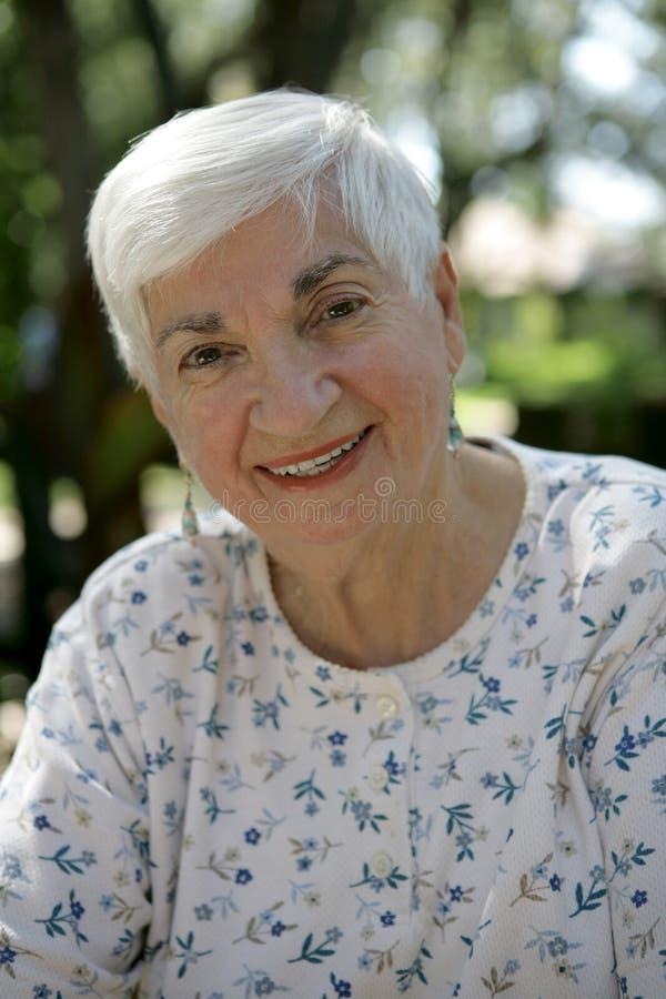 Abuela al aire libre fotografía de archivo libre de regalías