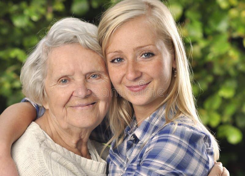 Abuela con la nieta. fotografía de archivo libre de regalías
