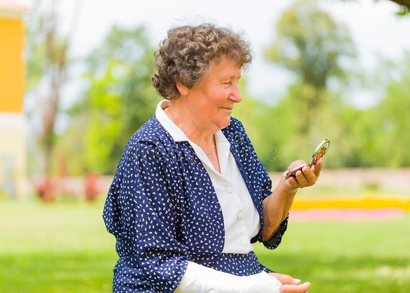 Abuela de Trandy fotografía de archivo libre de regalías