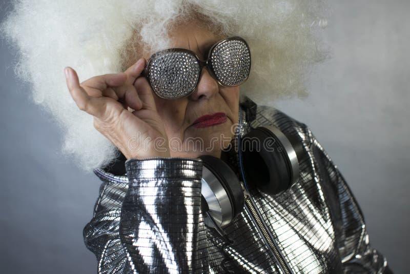 Abuela DJ foto de archivo libre de regalías