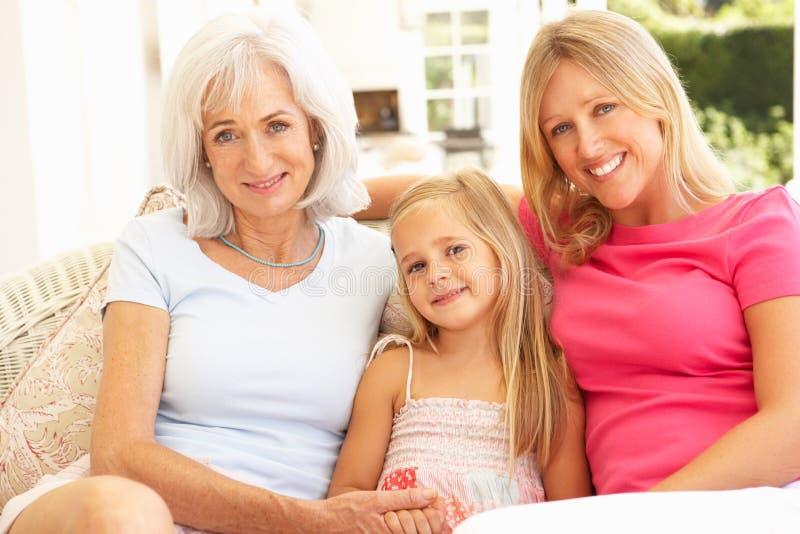 Abuela, hija y nieta relajándose imagen de archivo libre de regalías