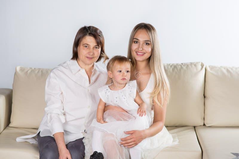 Abuela, mamá e hija fotos de archivo libres de regalías