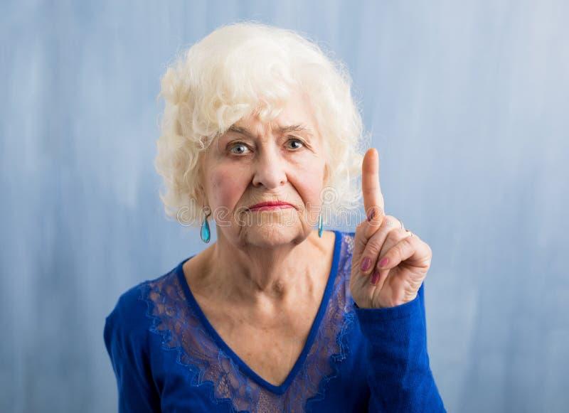 Abuela que detiene su finger fotografía de archivo libre de regalías