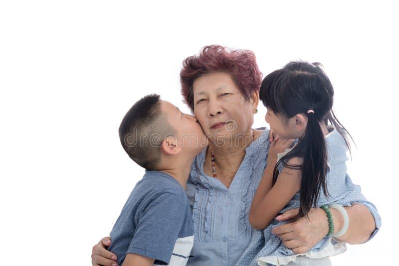 Abuela y retrato alegres de los niños imágenes de archivo libres de regalías