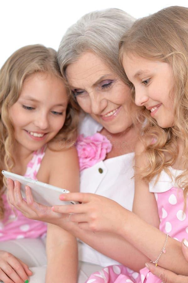 Abuelita con sus nietas imagenes de archivo