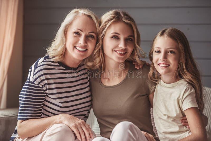 Abuelita, mamá e hija imágenes de archivo libres de regalías