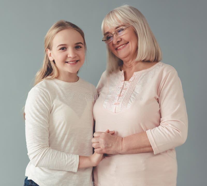 Abuelita y nieta fotos de archivo libres de regalías