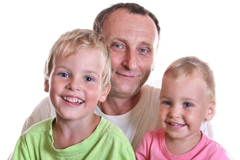 Abuelo con los niños foto de archivo