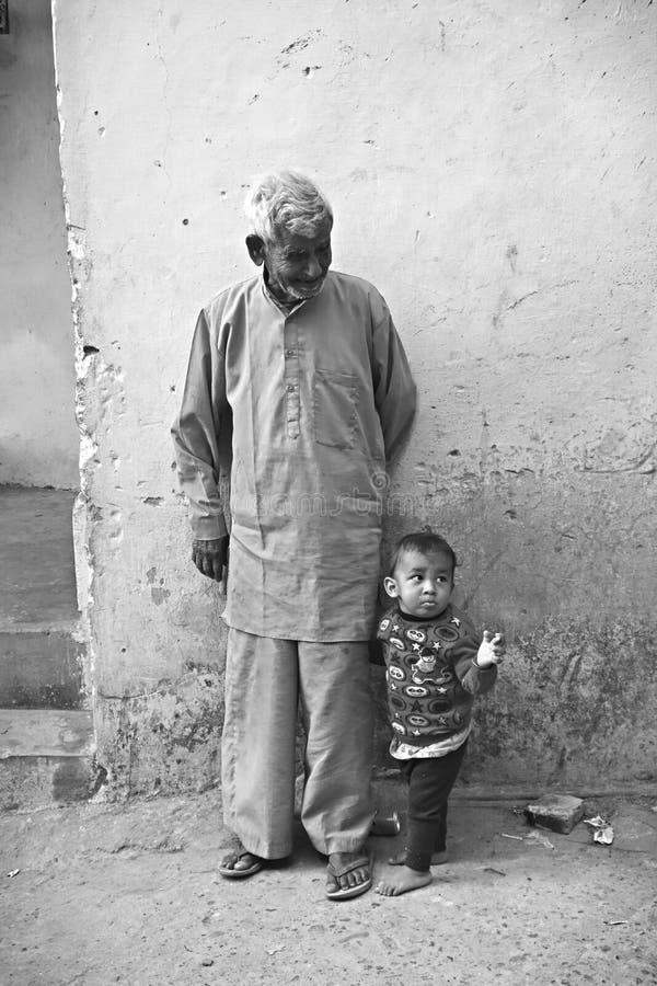 Abuelo y nieto indios fotografía de archivo libre de regalías