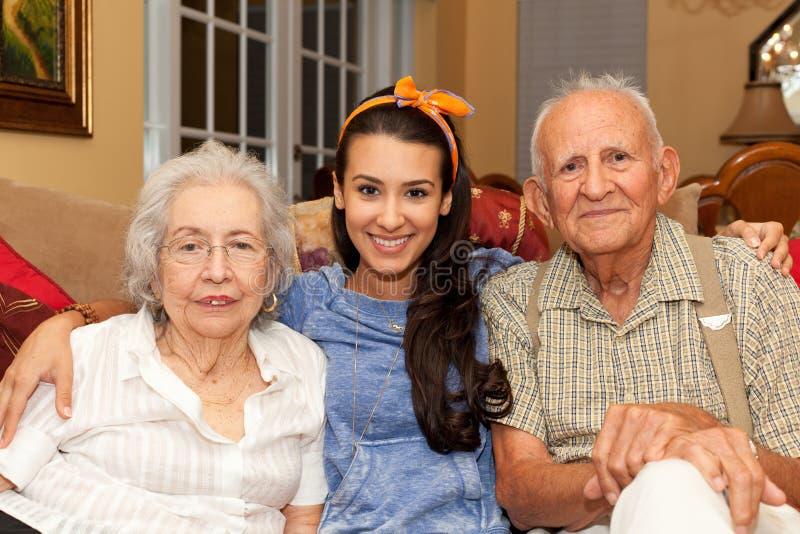 Abuelos y nieta imagenes de archivo