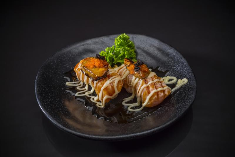 Aburi Salmon Foie Gras Nigiri, Lachs und Fettleber-Sushi Nigiri stockfotos