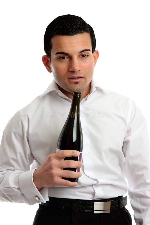 Abus d'alcool - vin bu de bouteille de fixation d'homme photo stock