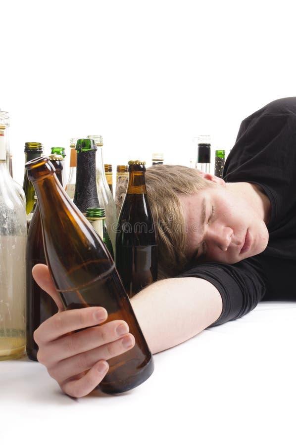Abuso di alcool del giovane immagine stock libera da diritti