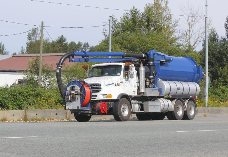 Abwasser-Reinigungs-Fahrzeug stockbild