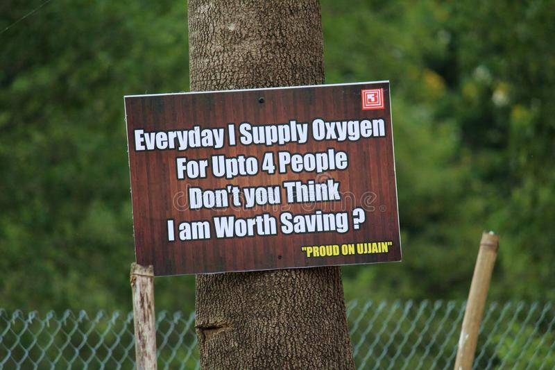 ` Abwehr-Bäume sparen Leben ` stockbild