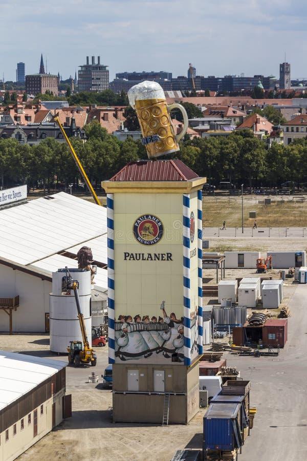 Acúmulo das barracas de Oktoberfest em Theresienwiese em Munich, 20 fotos de stock royalty free