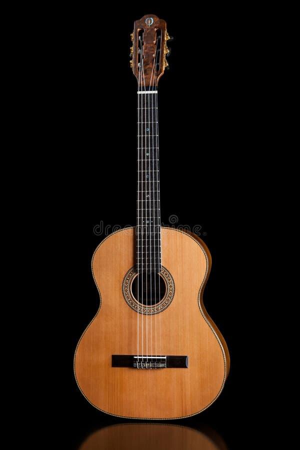 Acústico clássico da guitarra feito por Luciano Queiroz mais luthier fotografia de stock royalty free