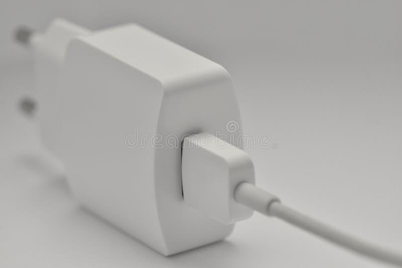 AC-DC与microUSB电缆的USB适配器 库存图片