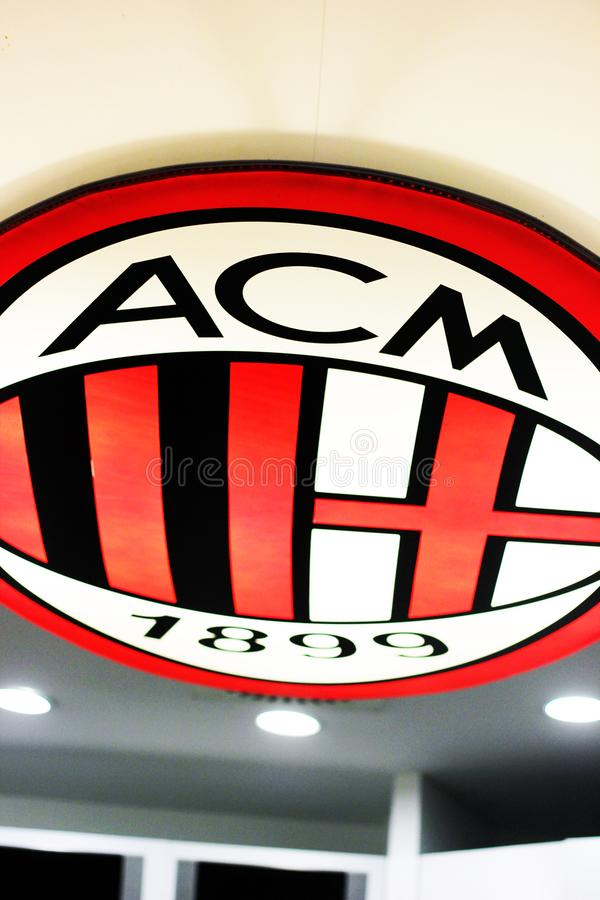 AC Milaan embleem bij het museum van San Siro stock foto