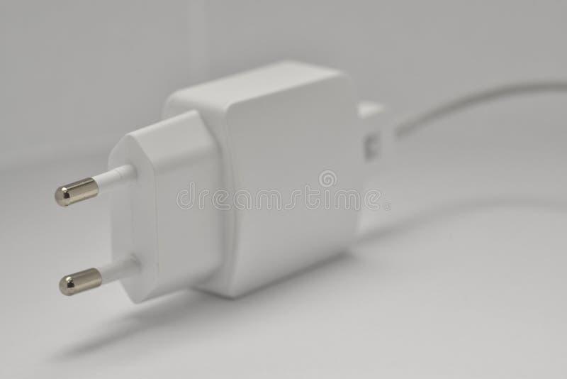 AC USB lader met microUSBkabel royalty-vrije stock foto