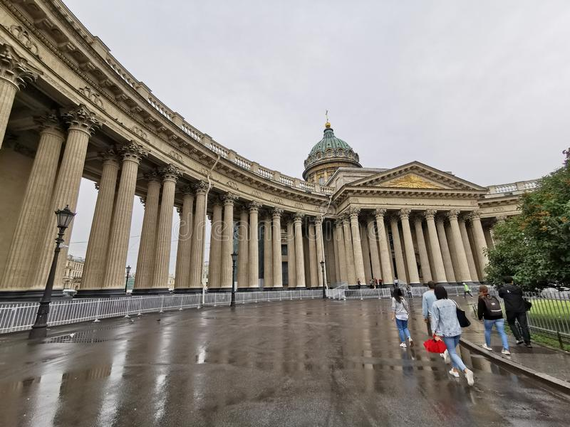 Acade y columnata de la catedral de Kazán en St Petersburg, Rusia fotografía de archivo libre de regalías