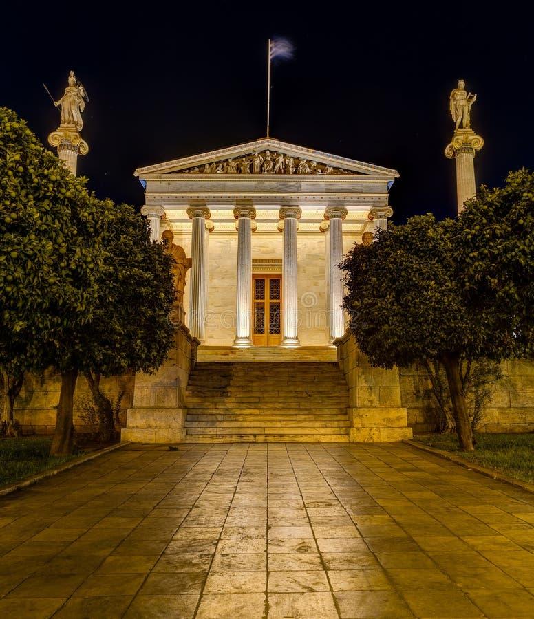 Academia de Atenas na noite, Grécia fotografia de stock royalty free