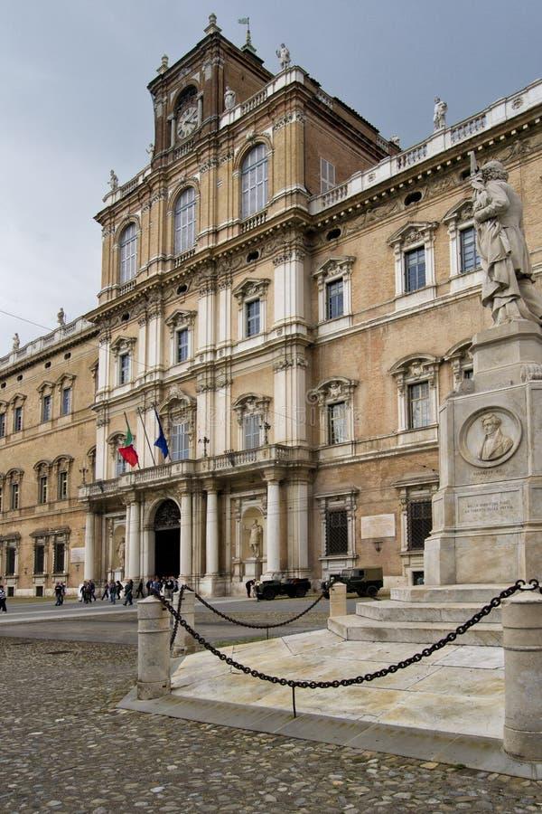 Academia italiana del ejército, visión desde la plaza Roma imagen de archivo libre de regalías