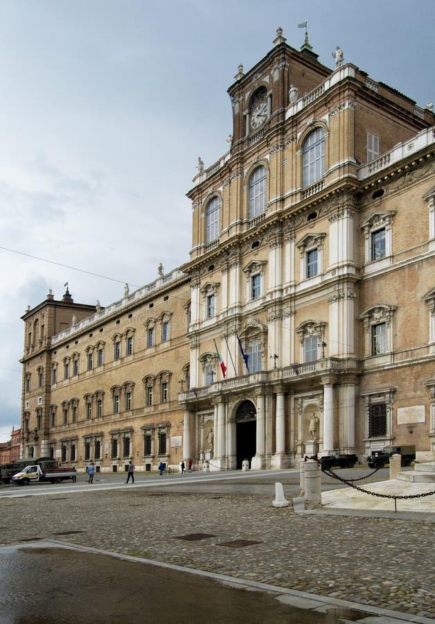 Academia italiana del ejército, visión desde la plaza Roma imagen de archivo