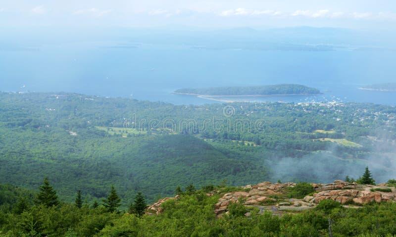 Acadianationalparken är hem- till hisnande naturliga landskap, som vimlar med olik variation av faunor och flora, såväl som cadie royaltyfria foton