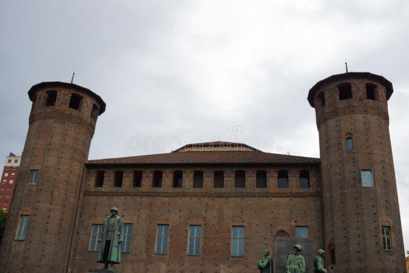 Acaja slott i slottfyrkant i Turin, Piedmont, Italien arkivbilder