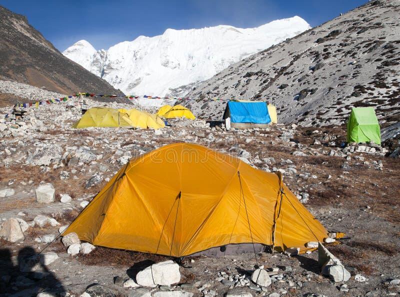 Acampamento base do pico da ilha (Tse de Imja) perto de Monte Everest foto de stock royalty free