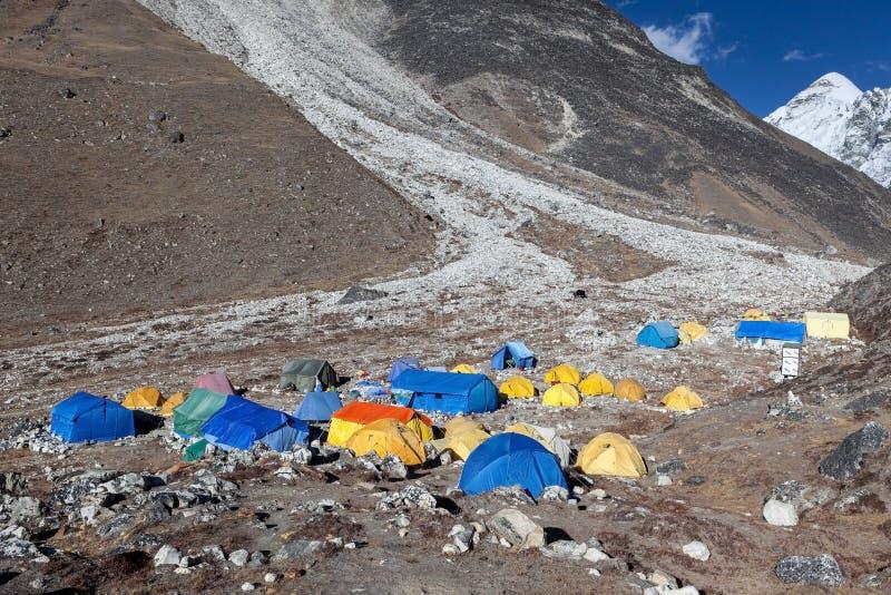ACAMPAMENTO BASE TREK/NEPAL DE EVEREST - 25 DE OUTUBRO DE 2015 imagem de stock